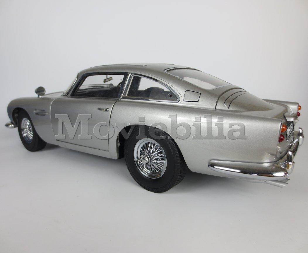 james bond 007 'build your own' eaglemoss 1:8 scale aston martin
