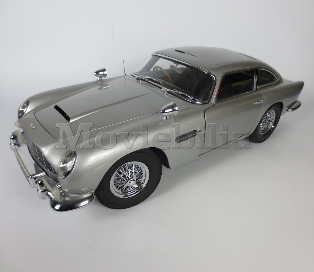 JAMES BOND 007 'Build Your Own' Eaglemoss 1:8 Scale Aston