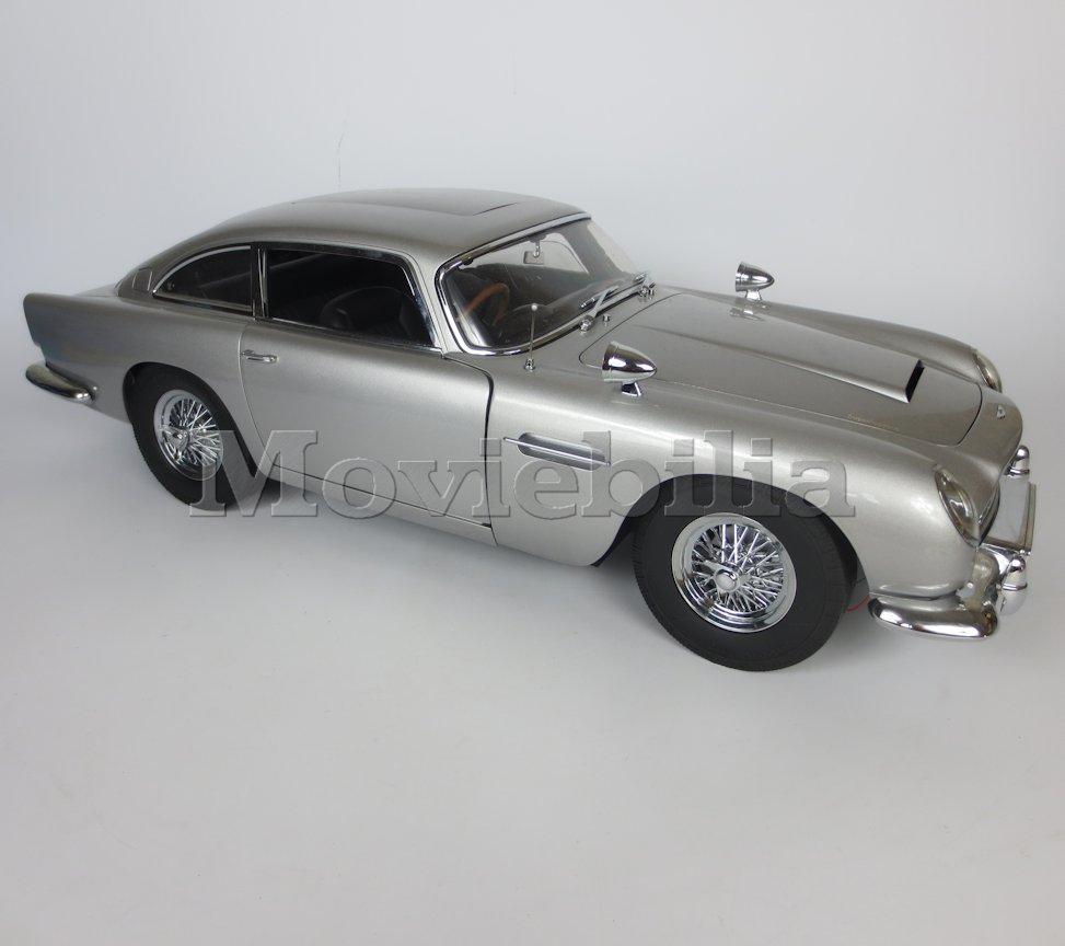 JAMES BOND 007 'Build Your Own' Eaglemoss 1:8 Scale Aston